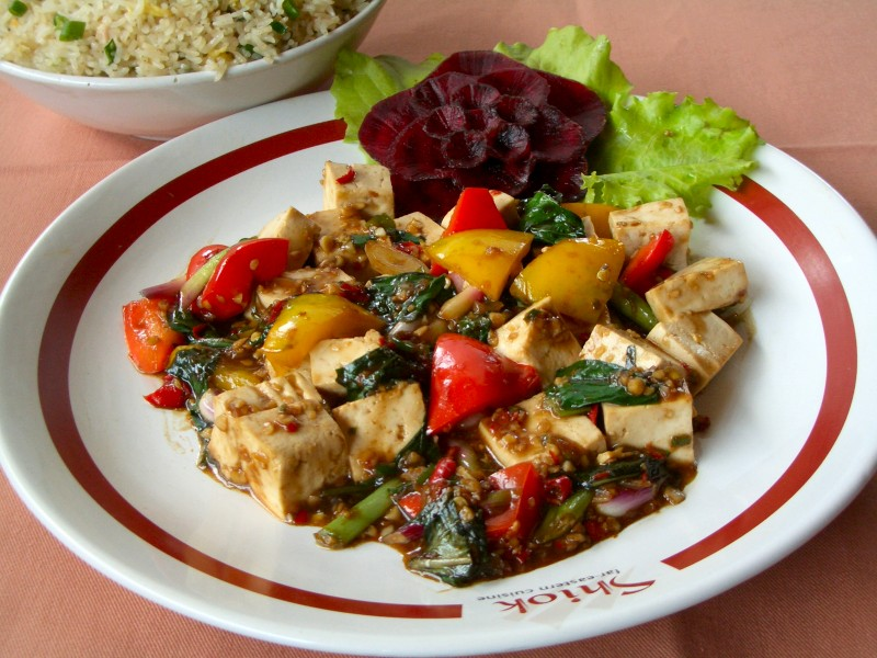 Tofu stir-fried with basil